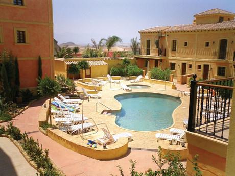 Desert Springs Las Sierra Apartments