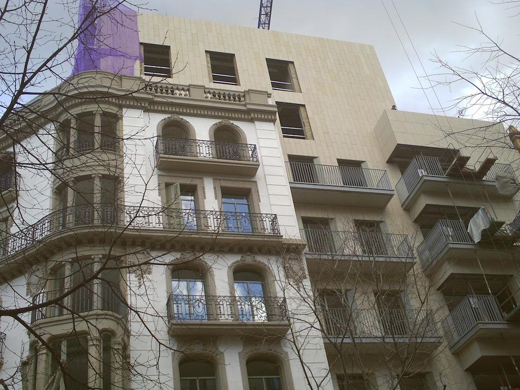 New building on the corner of Rambla Catalunya and Corsega in Barcelona