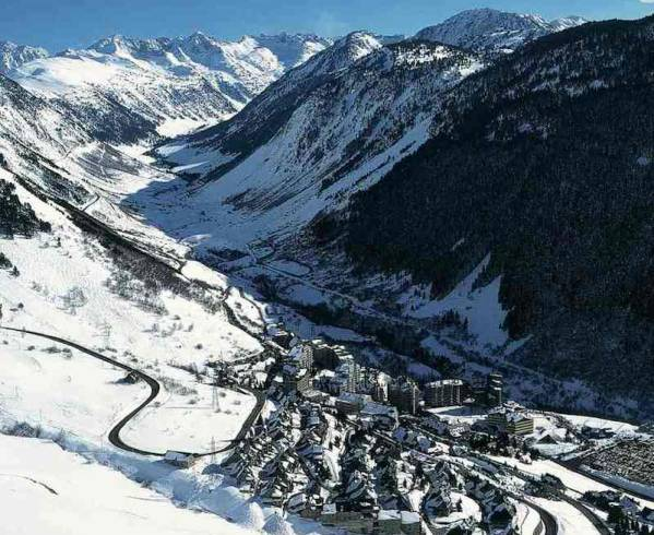 pyrenees-baqueira-overview