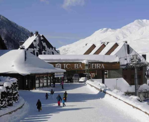 pyrenees-baqueira-ski-lift