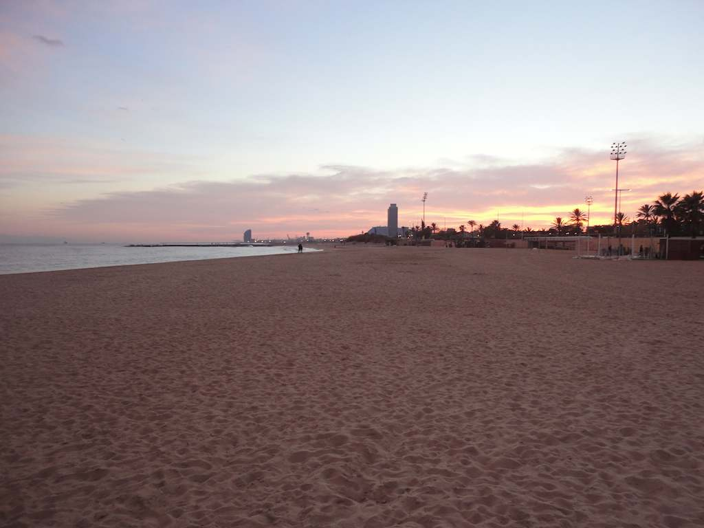 barcelona-beach-winter-sunset