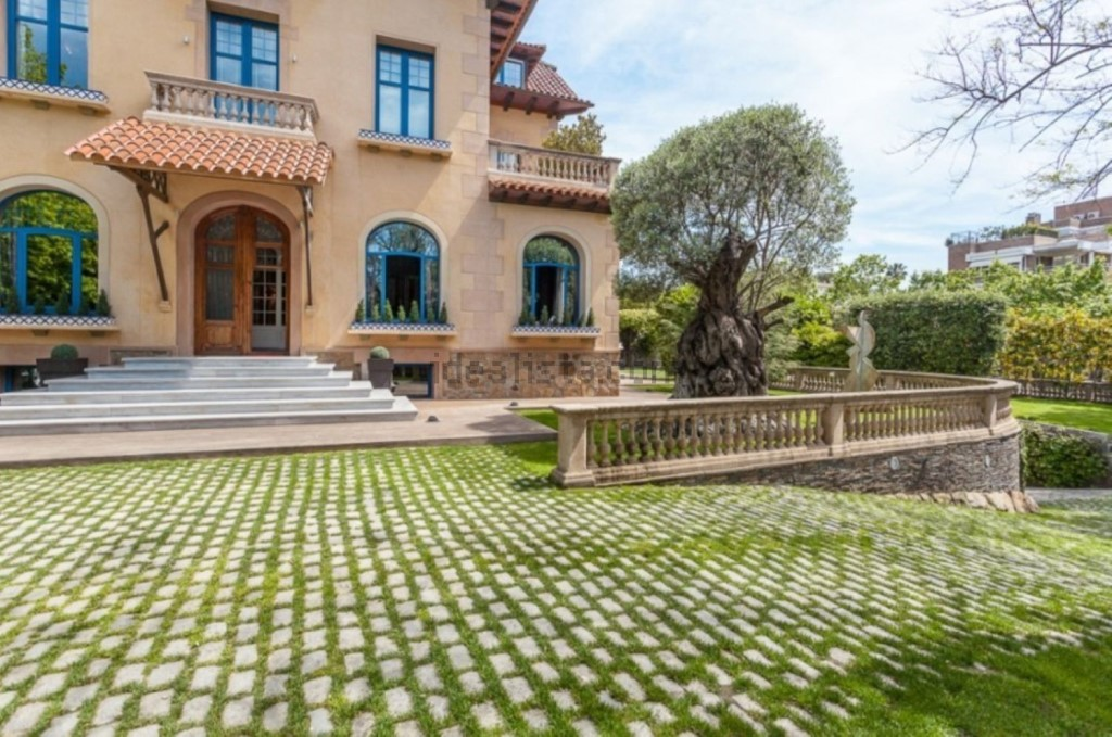 Mestre_Druglord Mansion for sale_Two (1024 x 679)