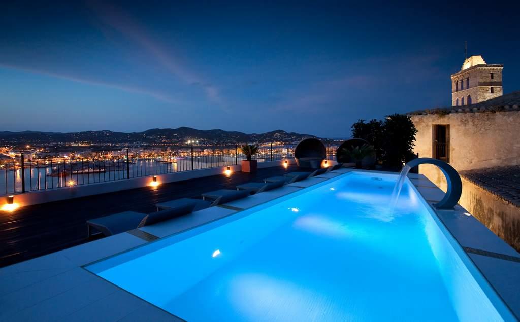ibiza-palacio-bardaji-night-pool