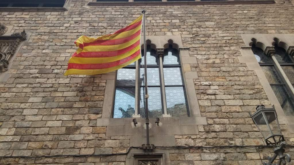 barcelona-old-town-catalan-flag