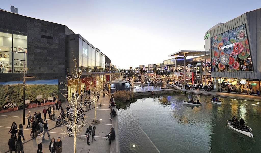 Puerto Venecia shopping centre in Zaragoza