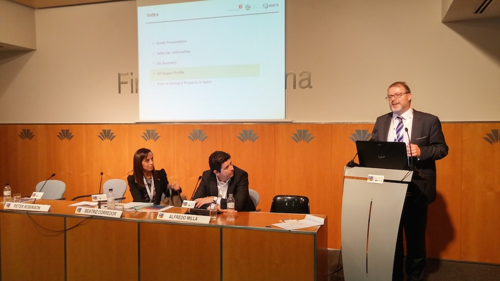 From left to right: Former Housing Minister Beatriz Corredor, representing the Registrars, Alfredo Millá, representing RICS España, and Peter Robinson, head of the AIPP