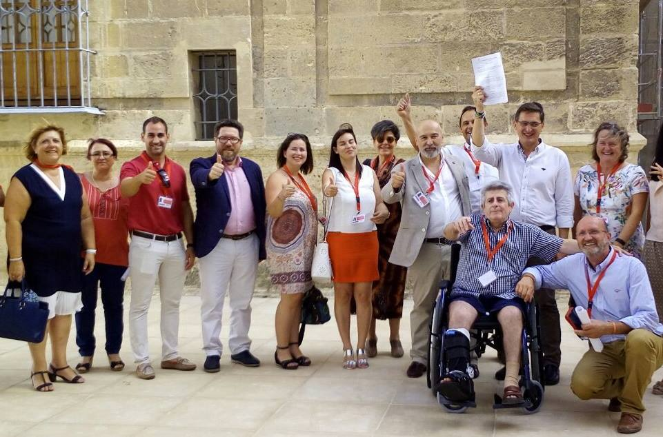 Left, British vice consul Rosslyn Crotty,  center with paper Jose Luis Sanchez Teruel, representatives of associations  AUAN, SOHA and  CALU, PSOE executive in Almeria and various mayors and former mayors of the Valley of Almanzora.
