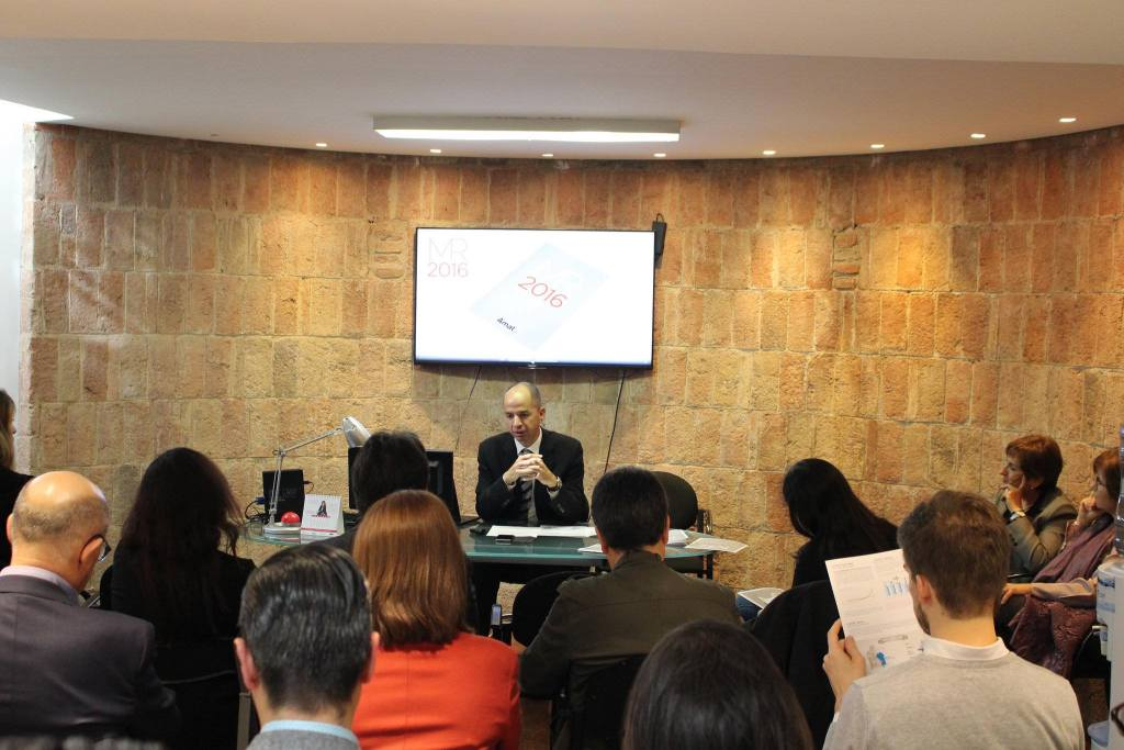 Guifré Homedes Amat presenting the 2016 Barcelona property market report to local media