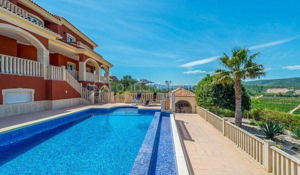 Property for sale near Valencia city