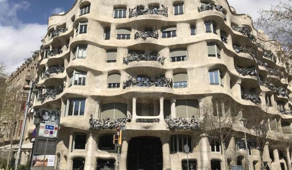 barcelona short-stay holiday rental tourist letting property market coronavirus crisis