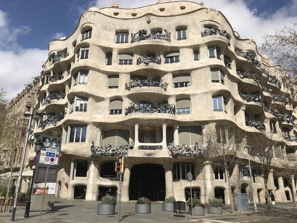 barcelona short-stay holiday rental tourist letting property market coronavirus crisis