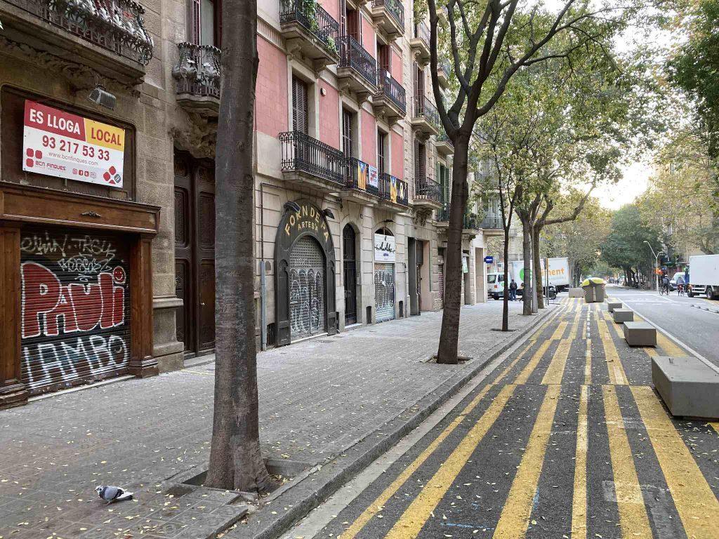 barcelona eixample calle girona green space